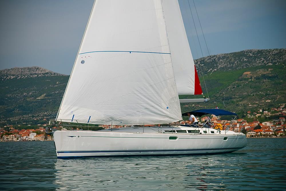 Sun Odyssey 49 luxury sailing school yacht
